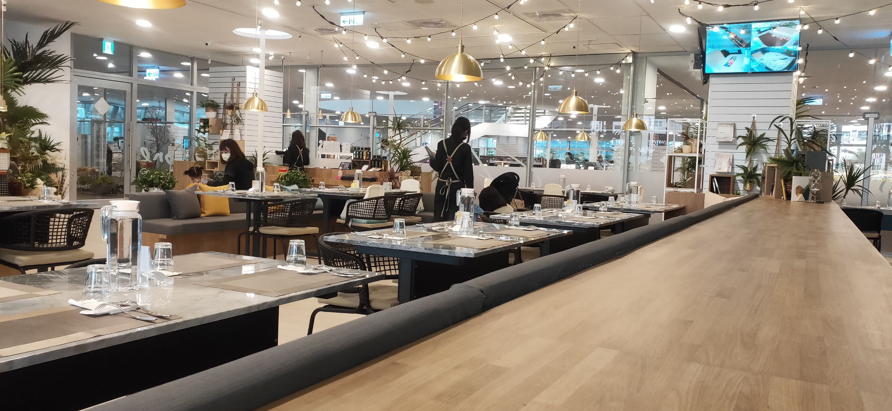 Lunch or tea time:Zone Café